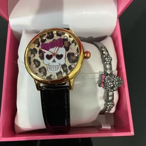BNWT Betsey Johnson Skull Watch & Bracelet Set